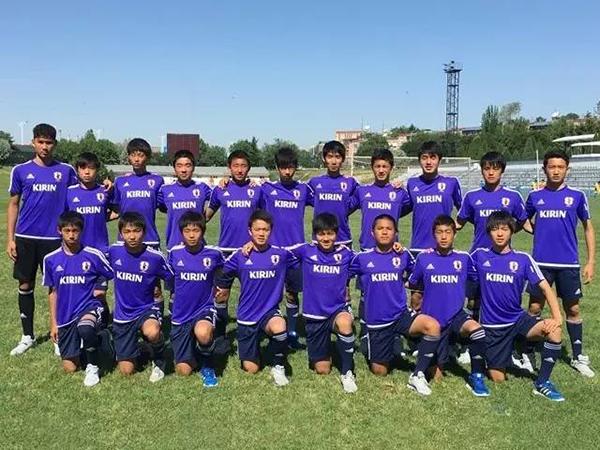 日本国少队队员大部分选拔自日本J联赛的各支俱乐部梯队,少数队员来自本国中学校队。。
