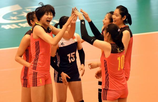 中国女排队员们在比赛中。东方IC 图