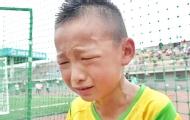 """男孩输球后哭怼""""猪队友"""""""