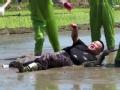 《好运旅行团片花》抢先看 孙越扬言一个打十个 深陷泥潭遭秒杀出局