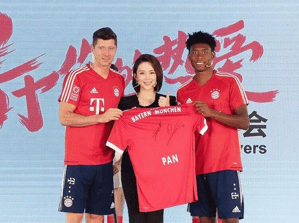 潘晓婷现身拜仁球迷见面会 被莱万台球球技惊呆