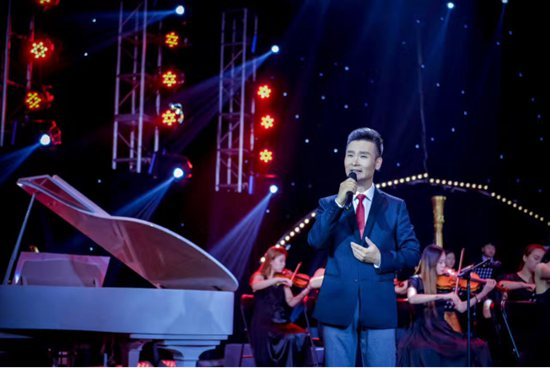 青年歌唱家刘和刚老师演唱《父亲的手》-青年歌唱家刘和刚献唱 父亲