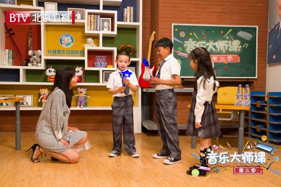 7岁自闭症儿童献唱《大师课》 谭维维暖心伴舞