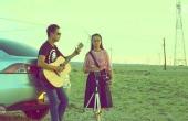 戈壁滩上弹唱《成都》