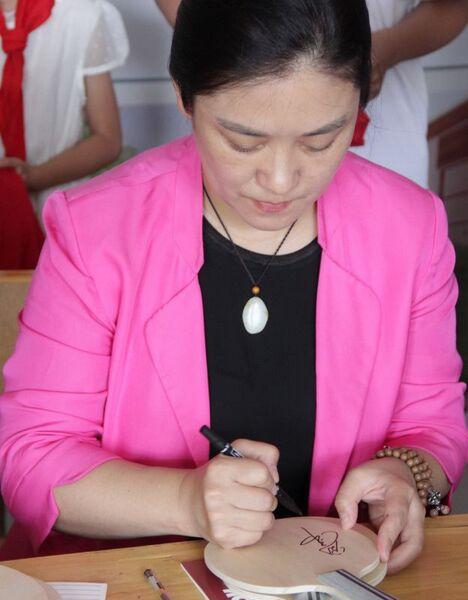 北大乒乓球队走进贫困乡村 刘伟鼓励当地小学生