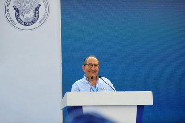 国际摄联主席里卡尔多・布西致辞