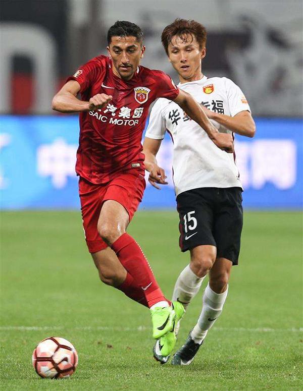在中超球迷中间,裁判的表现常常成为争议话题,而上港的乌兹别克斯坦外援艾哈迈多夫也有话要说。