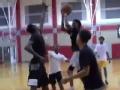 视频-直击福克斯夏季特训 现惊人篮球天赋