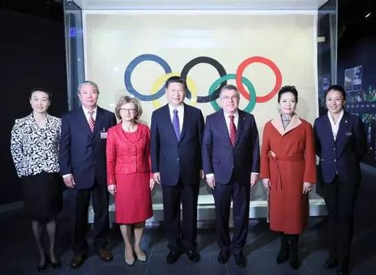 资料图:2017年1月18日,习近平参观奥林匹克博物馆。图片来源新华社