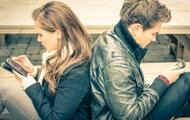 情侣间该不该看对方手机?