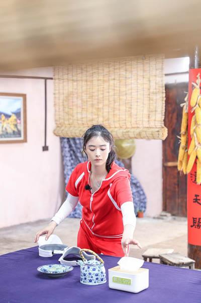 《我们来了2》蒋欣解锁厨娘模式 上演年度大戏