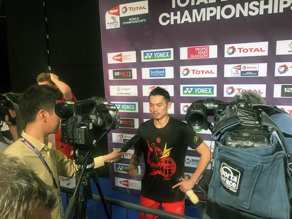 身着世锦赛专属纪念T恤的林丹