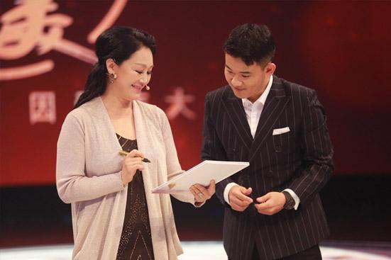 登上《阅读阅美》舞台 王姬触景生情忆往事