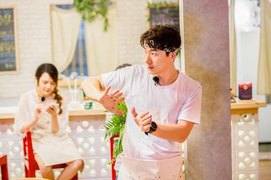 《中餐厅》张亮前台做掌柜 新婚折扣玩出新花样