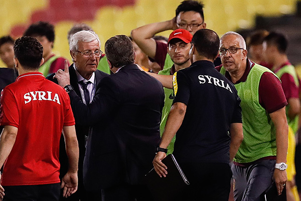 2018世亚预12强赛,赛后叙利亚主帅与里皮喋喋不休。视觉中国 资料图