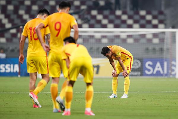 国足众将赛后失落。 视觉中国 图