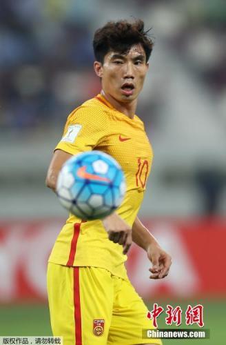 第79分钟,郑智回防拉倒阿费夫,被主裁出示一张红牌,中国队被迫以10人应战。