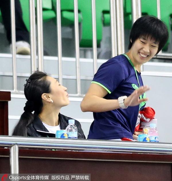全运会,唐渊�s和张宁打着招呼。