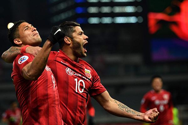 2017亚冠小组赛F组,埃尔克森和胡尔克祝上港主场胜浦和红钻。