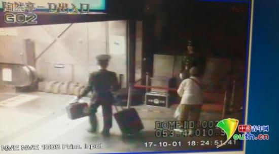 地铁监控视频。姜润邈 摄