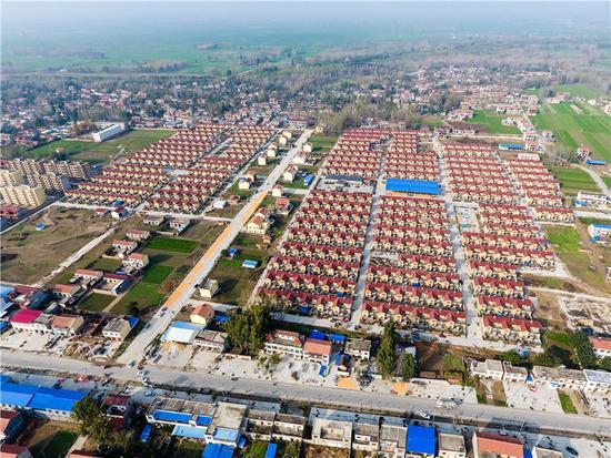 ; ; ; ;2016年11月8日记者拍摄的河南省兰考县用于黄河滩区搬迁的谷营镇姚寨新村社区。新华社记者 李博 摄
