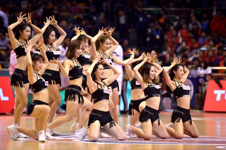 揭秘山东篮球宝贝人员构成 最严队规:禁止与队员交往