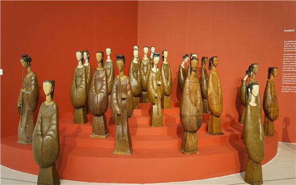 """大匠之作展览现场作品""""汉女""""组雕"""
