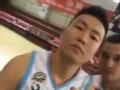 新疆男篮拍摄新赛季写真 李根秀肌肉西热搞怪