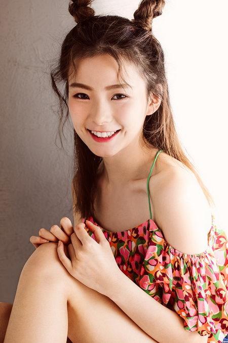 氧气女孩陈卓璇甜美演绎《爱笑的眼睛》