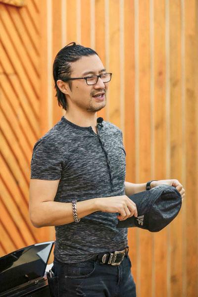 汪峰首次摘帽 《听见》合唱团首演是演唱会规格