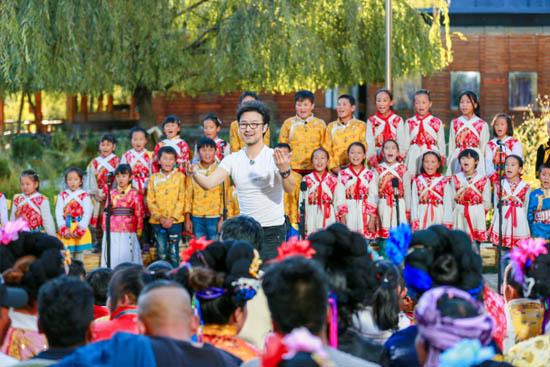 《听见》首演纳西语歌曲 民族文化成网络热门