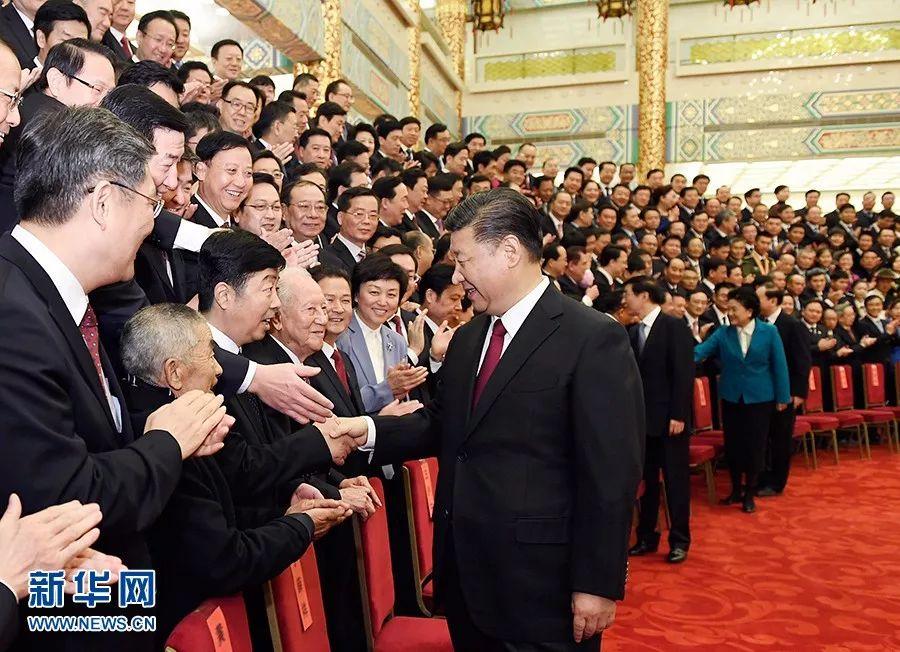 11月17日,全国精神文明建设表彰大会在北京人民大会堂举行。会前,习近平、王沪宁等会见与会代表。 新华社记者 李学仁 摄
