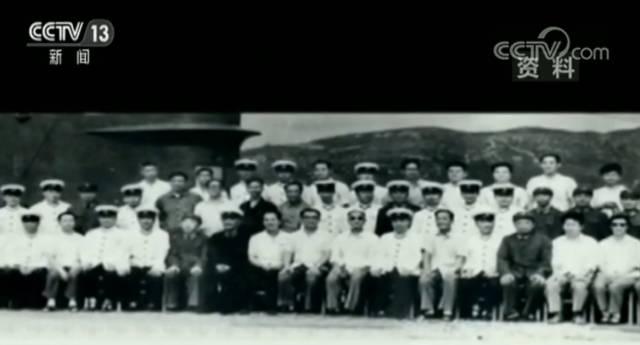 后来,他进入了上海交大造船系。1958年,他被选中成为首批参与研制核潜艇的人员之一。