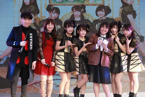 陶辰宇、DollyKiss(日本)为观众派送周边