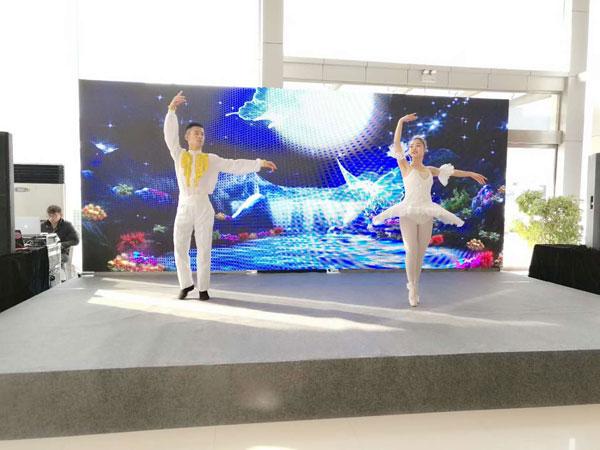 河南歌舞剧团优秀的舞蹈演员带来的现代芭蕾表演碰撞最美中华H3