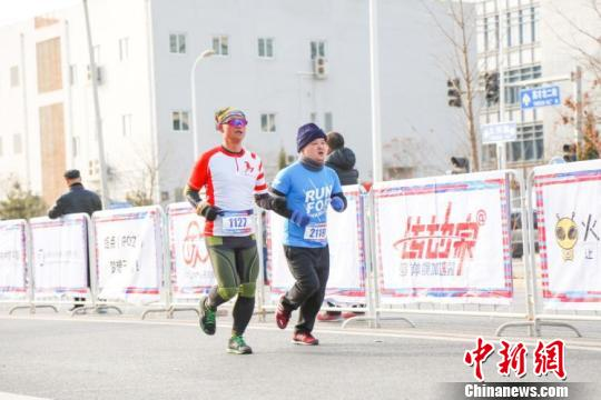 首届创未来・北京昌平创业半程马拉松开跑。 主办方供图 摄