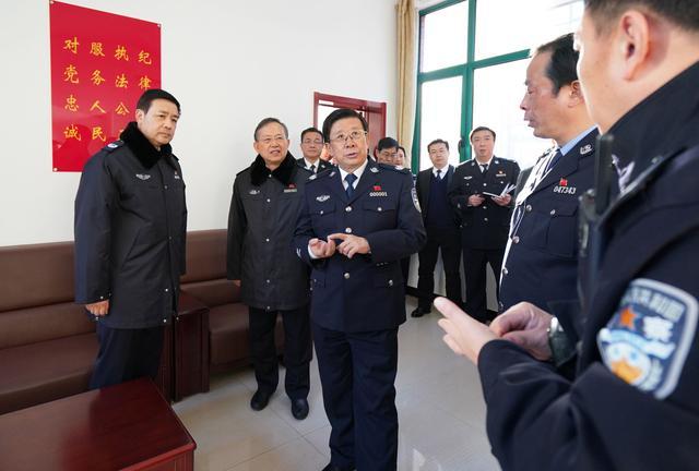 12月25日,公安部党委书记、部长赵克志来到北京市公安局通州分局基层社区警务工作室调研。张铮 摄