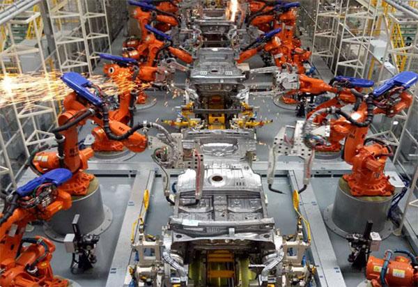 焊装车间配备全球领先的机器人及机器视觉AI技术