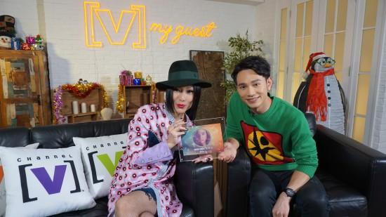 Sammi在王梓轩的节目《V接客》上聊得很开心