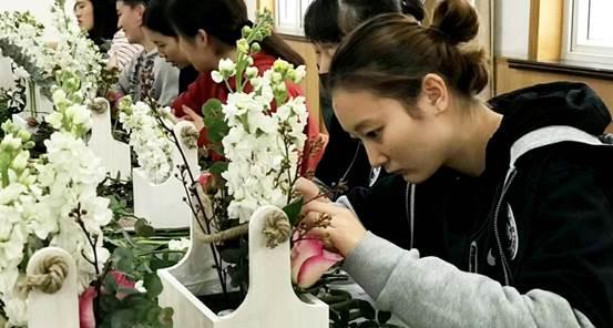 上海我要青年队女篮体验花艺场外生活添众将情趣内衣情趣买男朋友图片
