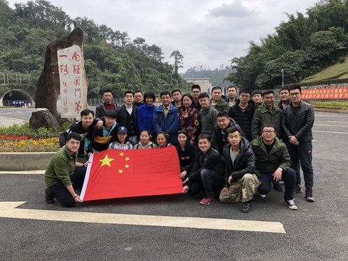 中国儿艺演出团合影留念