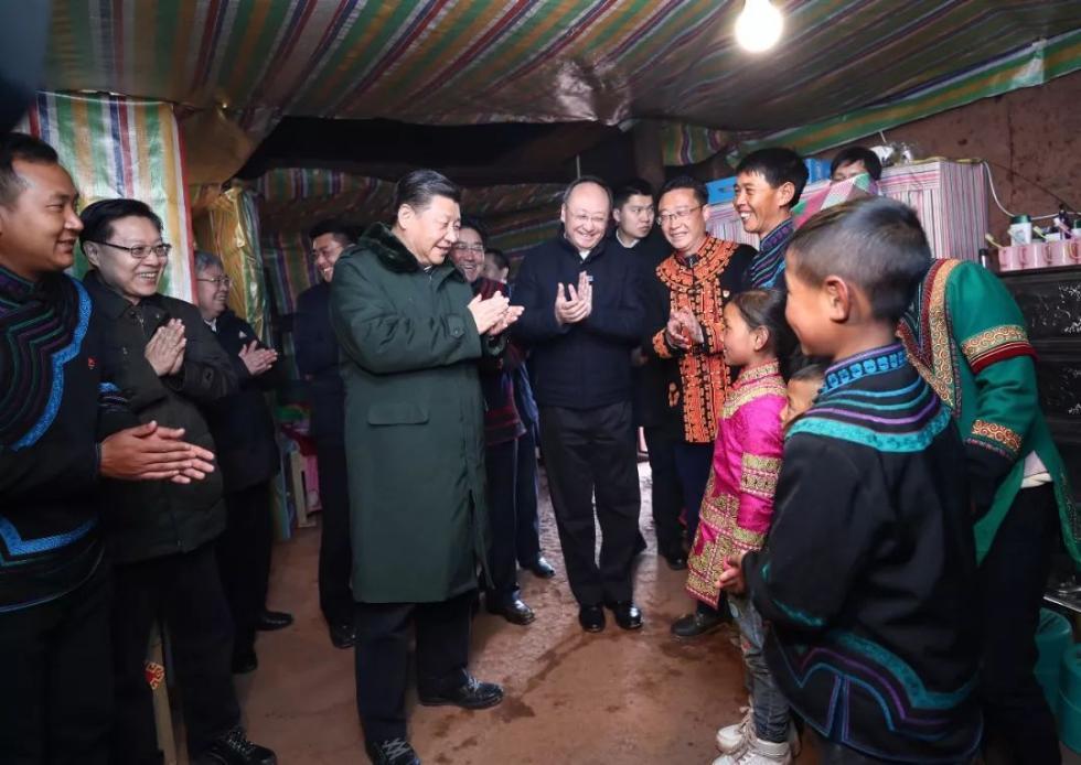 吉好也求给总书记算起了自家的收入账:这几年,享受精准扶贫政策,他用村里无息的产业周转金,购买了2头品种优良的西门塔尔牛、1头能繁母猪,还种植了马铃薯和花椒,加上自己到西藏昌都做架线工,去年全家人均收入4300多元。