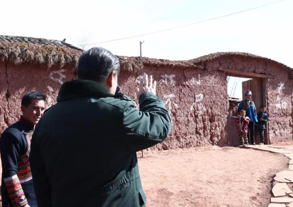 44年前,在梁家河担任大队支部书记的习近平曾带队到四川学习沼气技术。回去之后,带领村民建成了陕西省第一口沼气池,为乡亲们带来了福祉。