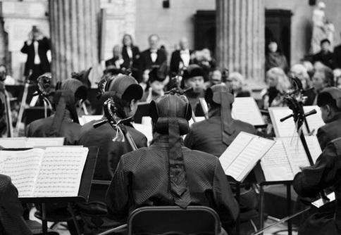 乌审马头琴交响乐团和鄂尔多斯民族歌舞剧院交响乐团为尼斯观众带来精彩的演出
