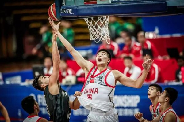 亚青赛U16男篮获亚军 10年后谁将会震惊天下?