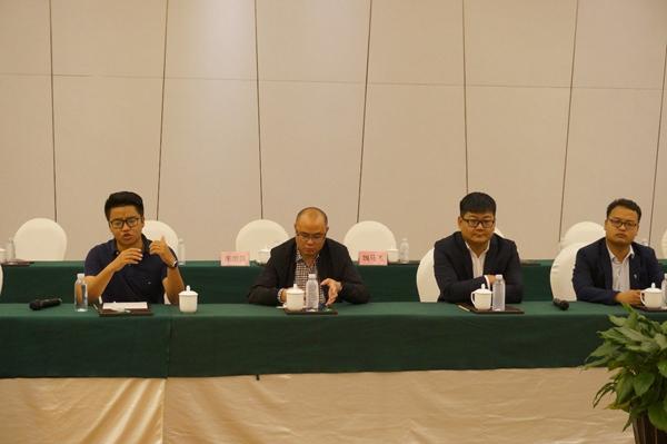 铂骏产业 文旅建工集团副总经理白杰(左一),云南时骏汽车制造技术应用