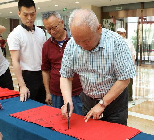 原军事科学院院长刘精松上将签到