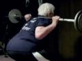 80岁老奶奶可硬举115公斤 用健身改变衰老影响