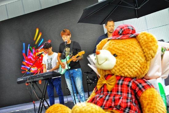 青春乐队演唱    展现#别样的青春乐活#