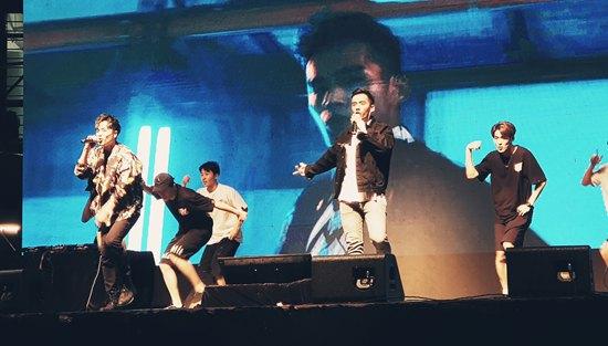马来西亚第一唱跳组合《东于哲》以最新舞曲「黑白说」火热开场